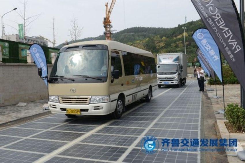 China: Solarstraße lädt E-Autos auf
